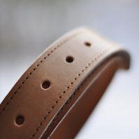 Gürtelriemen hellbraun mit Ziernaht Detail 1